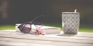 Buch mit Brillle