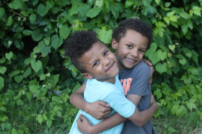 es-sind-zwei.de DAS Zwillingsportal Beziehung der Zwillinge untereinander